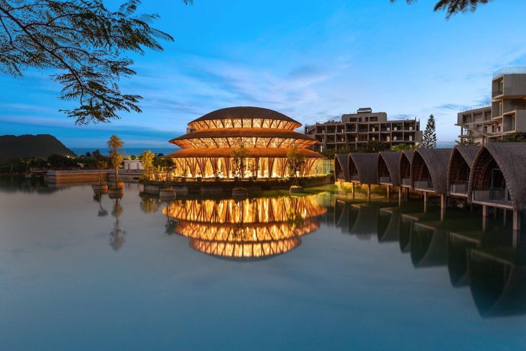 Ảnh thực tế nhà hàng tre dự án Vedana Cúc Phương Resort Ninh Bình tháng 11/2020 về đêm
