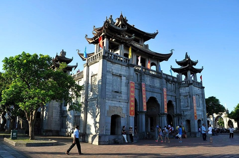 Nhà thờ đá Phát Diệm Ninh Bình (Life Resort Ninh Hải)
