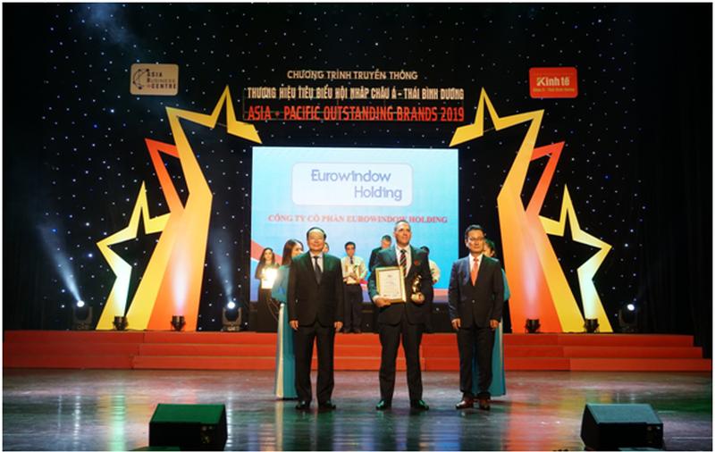 Lễ vinh danh thương hiệu phát triển bền vững Eurowindow Holdings