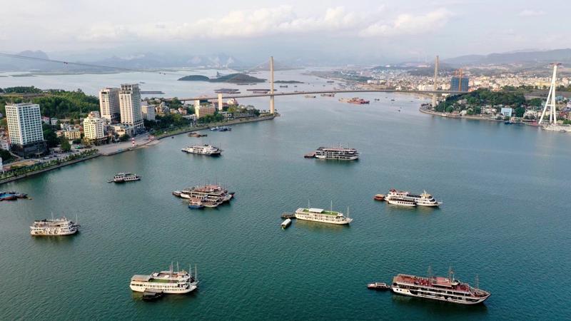 Ảnh thực tế view vịnh từ căn hộ chung cư Sun Marina Town Hạ Long